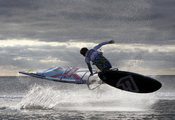 Colgate Windsurf World Cup 2010: Freestyle Action am Jetski Foto: Hoch Zwei