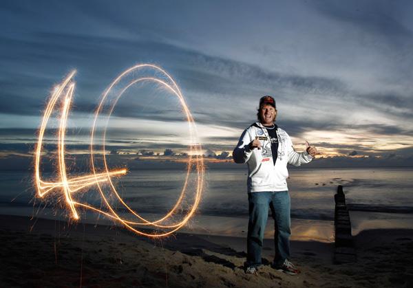 Björn Dunkerbeck holt sich seien elften Sieg beim Colgate Windsurf Cup 2010 auf Sylt.  Foto: Hoch Zwei