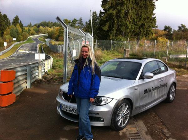 Die Gewinnerin Michaela beim BMW Coolest Job auf dem Nürburgring.  Foto: