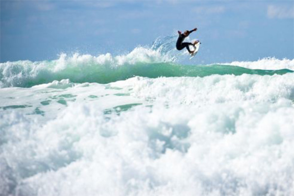 Earn Your Stripes: Surfen in Hossegor mit Marc Lacomare, Benjamin Sanchis und William Aliotti.
