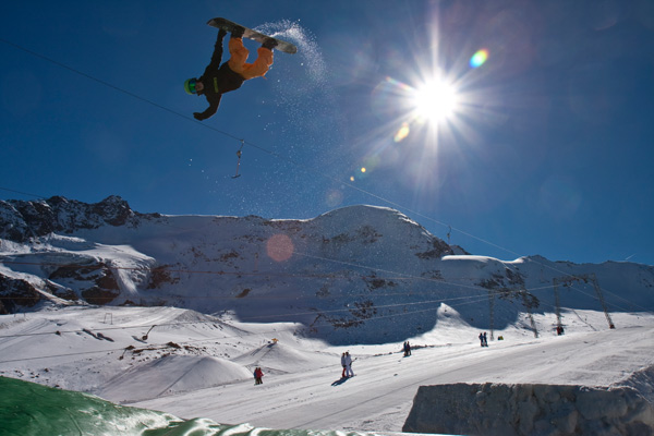 Action im Snowpark Kaunertal.  Foto: Daniel Zangerl