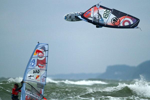 Philip Köster bei den Supreme Surf Big Days.  Foto: Points of View - Markus Adrian