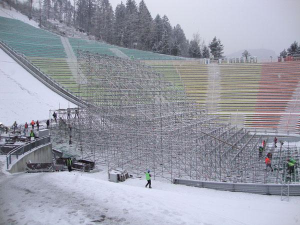 Aufbauarbeiten für den Billabong Air & Style Innsbruck-Tirol 2011 haben begonnen.  Foto: Air & Style