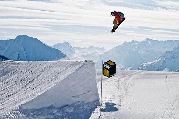 Benni Deeg im Snowpark Diedamskopf 2010.  Foto: Roland Haschka/ QParks