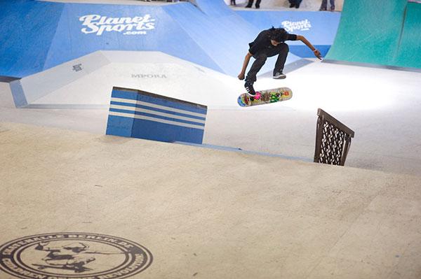 Tom Penny in der Berliner Skatehalle.  Foto: Adam-Sello