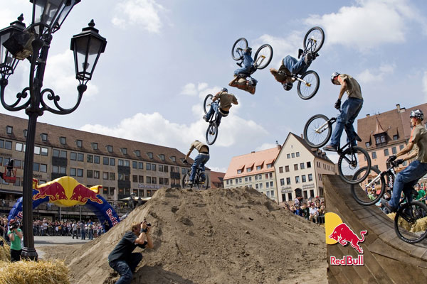 Red Bull District Ride 2010.  Foto: Markus Greber