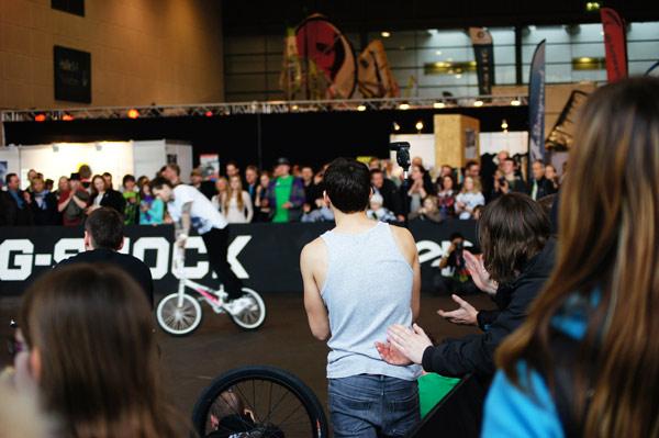 Gespannt verfolgen die Rider den Contest. Foto: Timo Mößner
