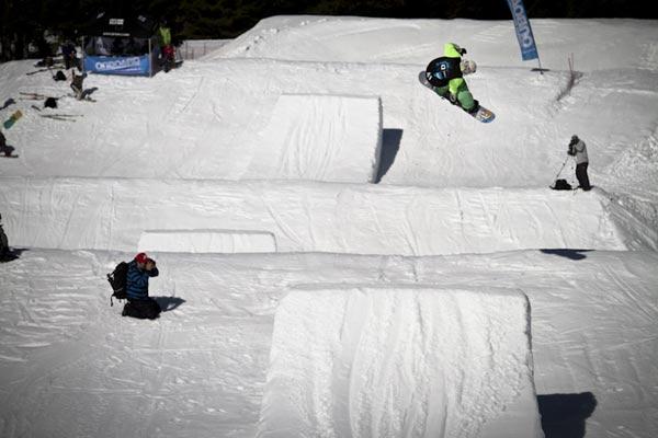 La Freestyla im Snowpark Alta Badia in Italien.  Foto: Roland Haschka/ QParks