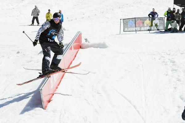 La Freestyla im Snowpark Alta Badia in Italien.  Foto: Tom Beyr