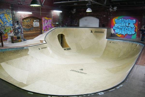 Der neue Bowl in der Skatehalle Berlin wartet auf die Rider des Clash 2011.  Foto: Adam Sello
