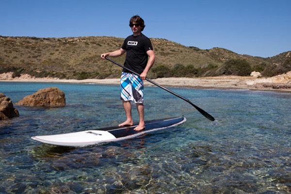 Thomas Oschwald beim Trainieren auf Sardinien.  Foto: Surfline.ch