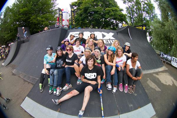 Frauenpower bei den BMX Masters.  Foto: Chris van Hanja