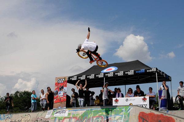 BMX Action beim Rookie Jam 2011 in Stuttgart.  Foto: www.spielbetrieb.com