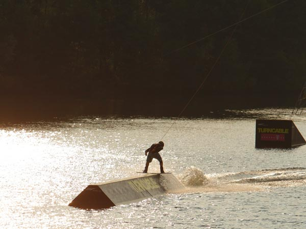 Wakeboard Action in Thannhausen.  Foto: Patrick Beier
