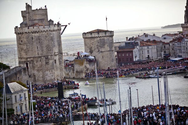 Red Bull Cliff Diving World Series 2011 in La Rochelle.  Foto: Red Bull