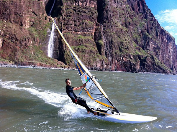 Windsurfer Joao Rodrigues trägt sich ins Guiness-Buch der Rekorde ein.  Foto: rsx class.com