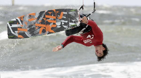 Kitesurf-Action beim Kitesurf World Cup 2011 auf Sylt.  Foto: www.brandguides.net