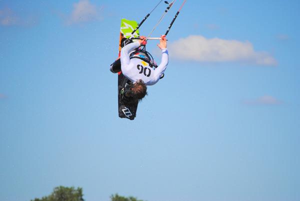 Kitesurf-Action bei de Kitesurf Trophy 2011.  Foto: www.brandguides.net