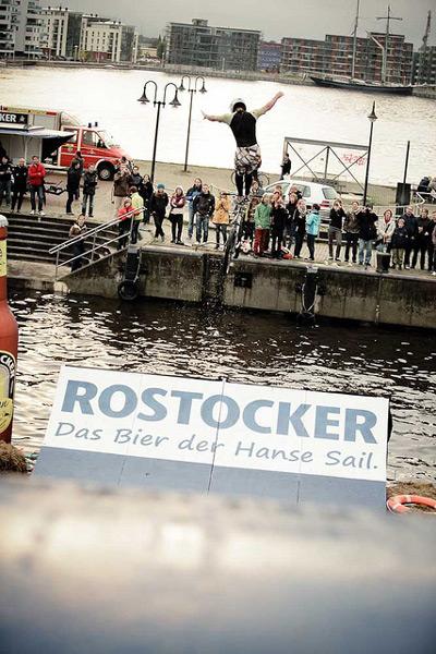 BMX Action bei der Hanse Sail 2011.  Foto: Timo Roth