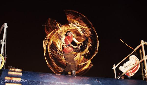Feuershow bei der Hanse Sail 2011.  Foto: Timo Roth