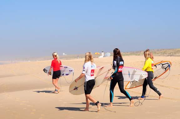 Start der Juniorinnen beim Quiksilver German Champs 2011.  Foto: Deutscher Wellenreit Verband