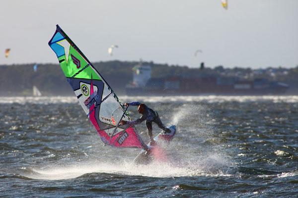 freestyle dm 2011 fabian weber ist neuer deutscher freestyle windsurf meister. Black Bedroom Furniture Sets. Home Design Ideas