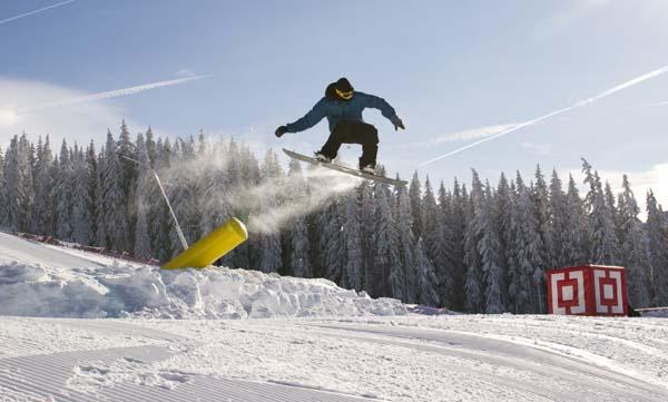 Elan Snowboard Trick Tip Tour 2012 Superpark Planai.  Foto: www.elansnowboards.com