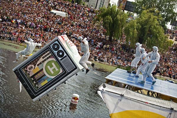 Red Bull Flugtag.  Foto: J�rg Mitter/ Red Bull Content Pool