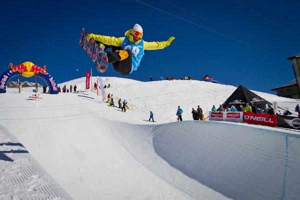 Deutsche Snowboard Halfpipe Meisterschaft 2012.  Foto: www.facebook.com/pipeaid