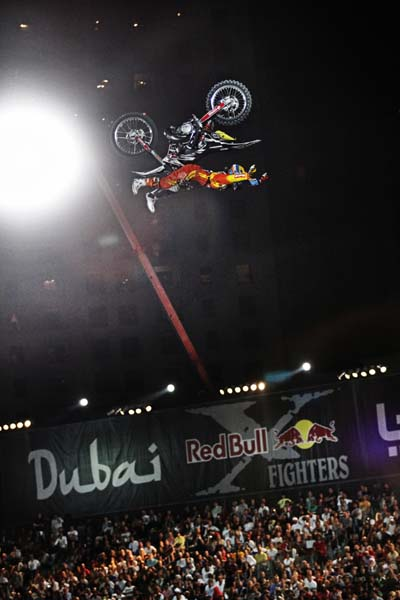 Red Bull X-Fighters World Tour 2011 Dubai.  Foto: Daniel Grund/Global Newsroom/Red Bull Content Pool