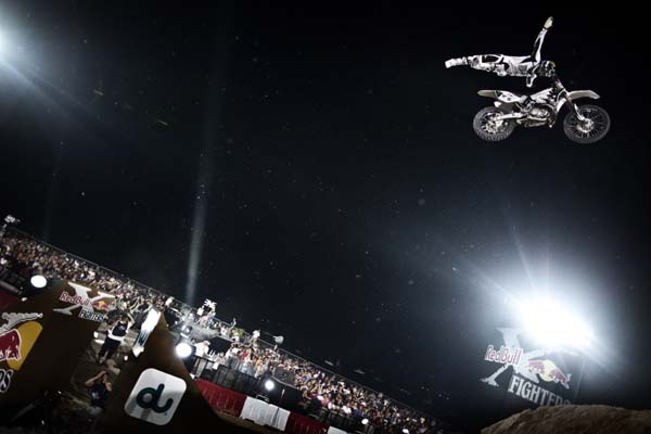 Red Bull X-Fighters World Tour 2011 Dubai.  Foto: Balazs Gardi/Global Newsroom/Red Bull Content Pool