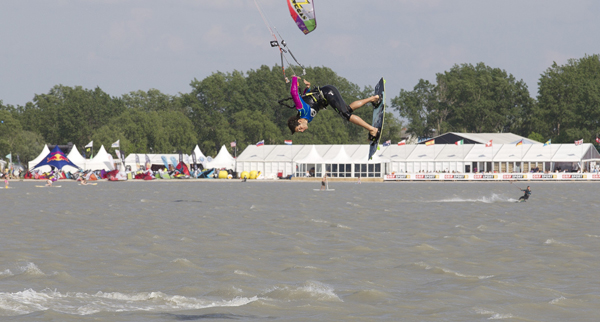 Action bei der Kitesurf Trophy in Damp