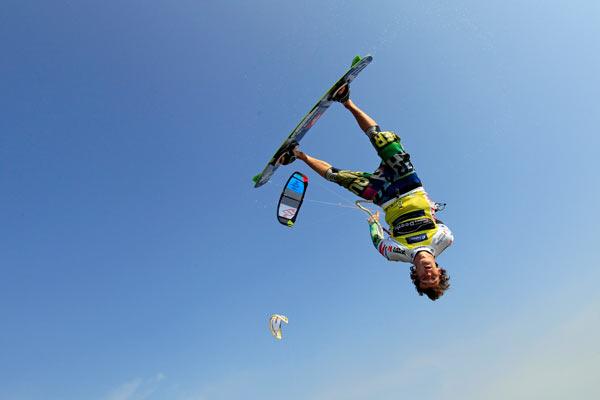 Rider: Mario Rodwald Foto: PKRA Kitesurf Tour 2012.