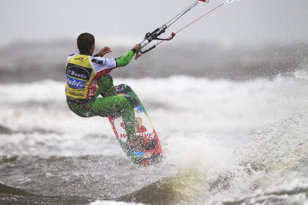 Marcel Krass beim Beetle Kitesurf World Cup 2012.  Foto: Philipp Szyza