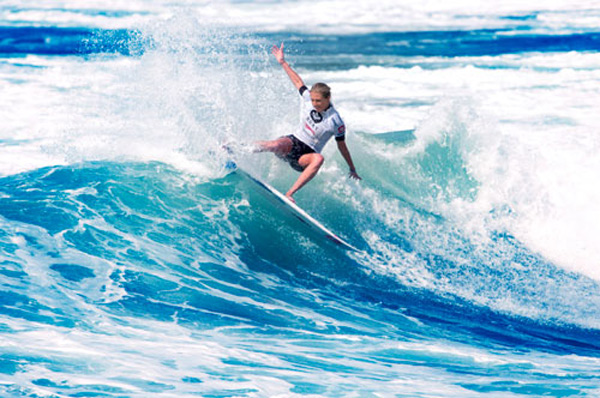 Stephanie Gilmore beim Roxy Pro 2012 in Biarritz.  Foto: Cazenave
