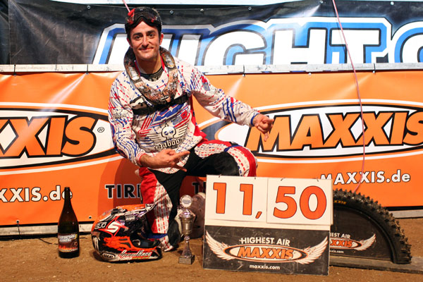 Massimo Bianconcini beim Maxxis Hightest Air bei der Night of the Jumps 2012.  Foto: Veranstalter
