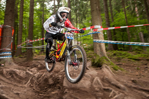 Benny Strasser beim iXS German Downhill Cup 2012 in Bad Wildbad.  Foto: Thomas Dietze