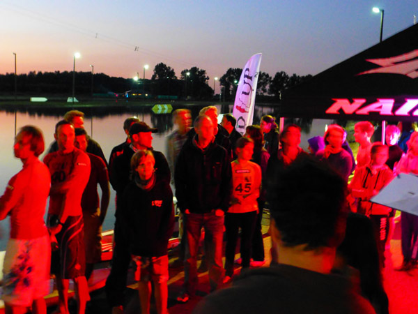 Zuschauer beim SUP Nightlife Sprint in Berlin.  Foto: SUP Challenge 2012