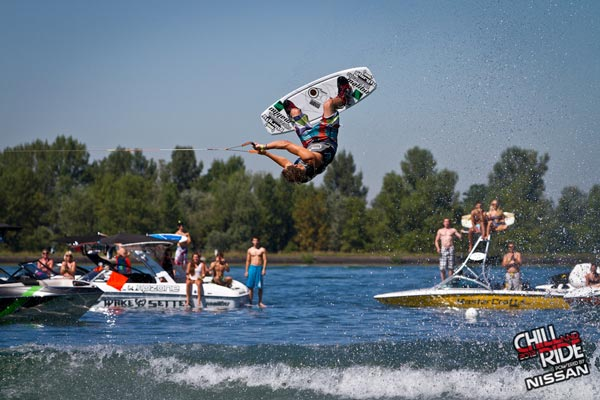 Fette Wakeboard-Action am Rheinufer. Foto: Benjamin Wiedenhofer
