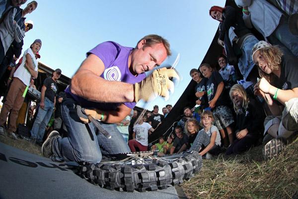 Schnellster Reifenwechsler bei den Cross Finals 2012: Marcus Burkhardt.  Foto: Steve Bauerschmidt
