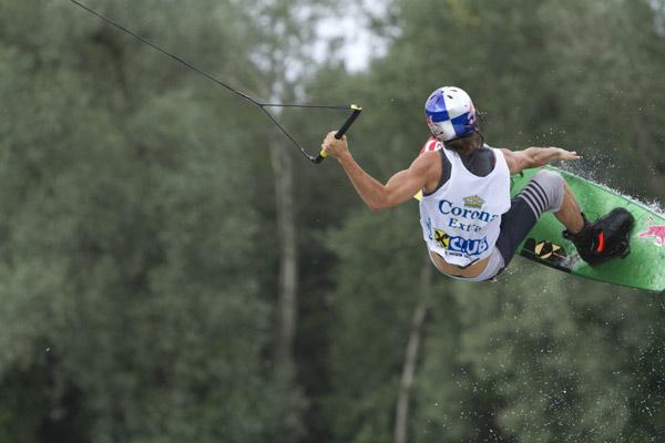 Dominik Hernler beim Wakeboard Cup 2012.  Foto: Pressberger