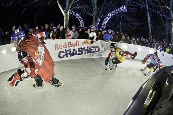 Crashed Ice in Quebec.   Foto: Sebastian Marko/Red Bull Content Pool