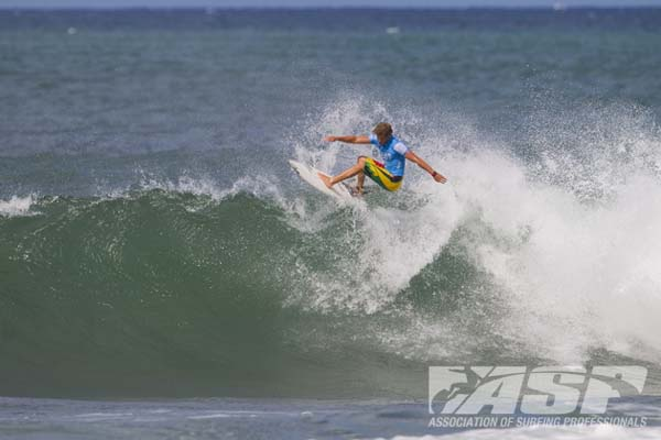 Tripple Crown of Surfing 2011: Surfing: Hawaiian Pro.   Foto: ASP/Kirstin