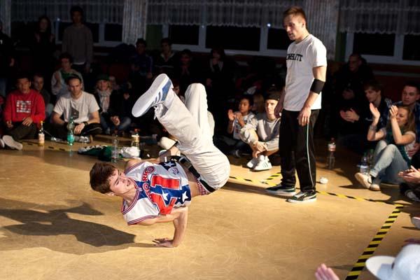 B-Boys und B-Girls aus aller Welt zeigen beim Senftown Festival in Bautzen ihr Können.  Foto: Christoph Seidler