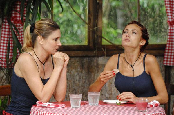 Claudelle und Fiona bei der Dschungelprüfung.  Foto: RTL