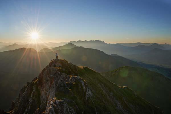 Im Sommer auf dem Gipfel des Wildseeloder / Fieberbrunn. Im Winter ist Pia die steile Nordwand schon mehrmals abgefahren.  Foto: http://www.thomasstraub.de/