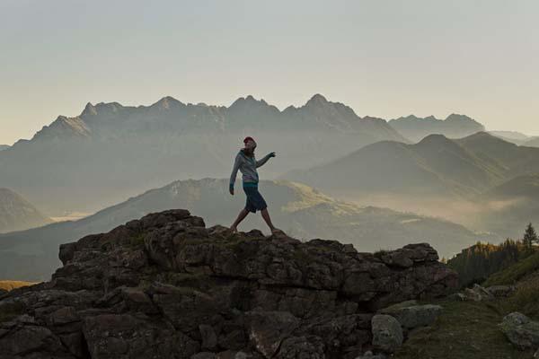 Winter wie Sommer: Pia zieht es das ganze Jahr in die Berge.  Foto: http://www.thomasstraub.de/