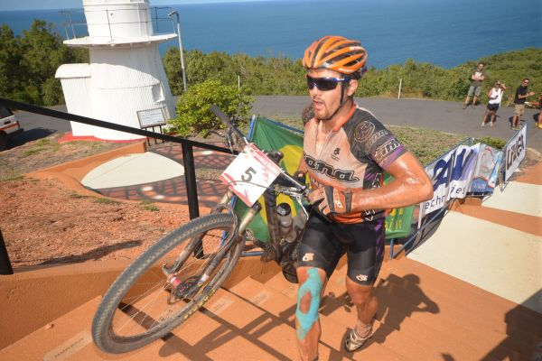 Cory Wallace beim Zieleinlauf in Cooktown 2012.  Foto: Regina Stanger/Crocodile Trophy