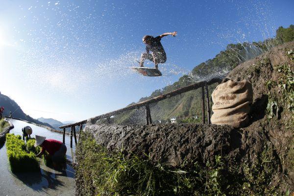 Brian Grubb und Dominik Preisner skaten das achte Weltwunder.  Foto: Daniel Deak Bardos/Red Bull Content Pool