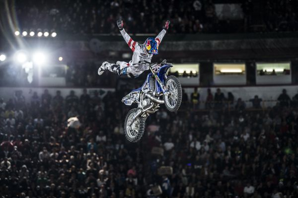 Tom Pagès rockt die X-Fighters.  Foto: Predrag Vuckovic/Red Bull Content Pool